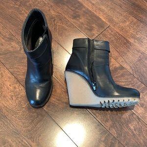 FIORUCCI ankle boots SZ 36 Black w/ gum wedge